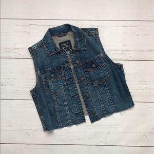 Abercrombie & Fitch Cropped Denim Vest